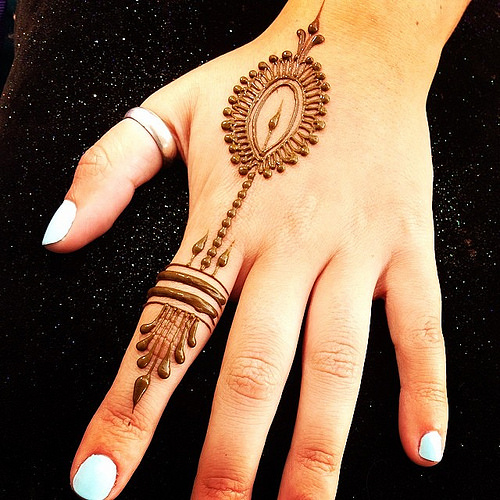 Finger design with a drop pattern