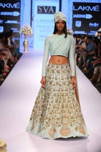 Crop top with Dupatta attached, you can always make the dupatta heavy or light according to your choice and occasion.