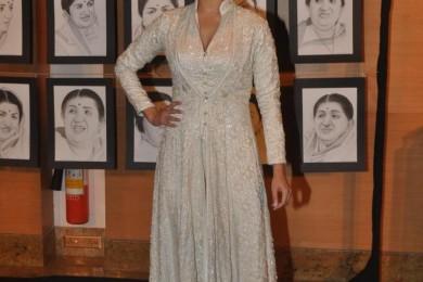 Actress Anushka Sharma at a star studded first Yash Chopra memorial Award function in Mumbai on Oct 19, 2013 evening. (Photo: IANS)