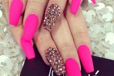 The single color and big Swarovski elements on one finger