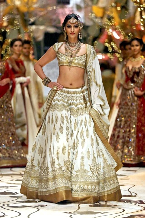 Sonam Kapoor in Rohit Bal Creation