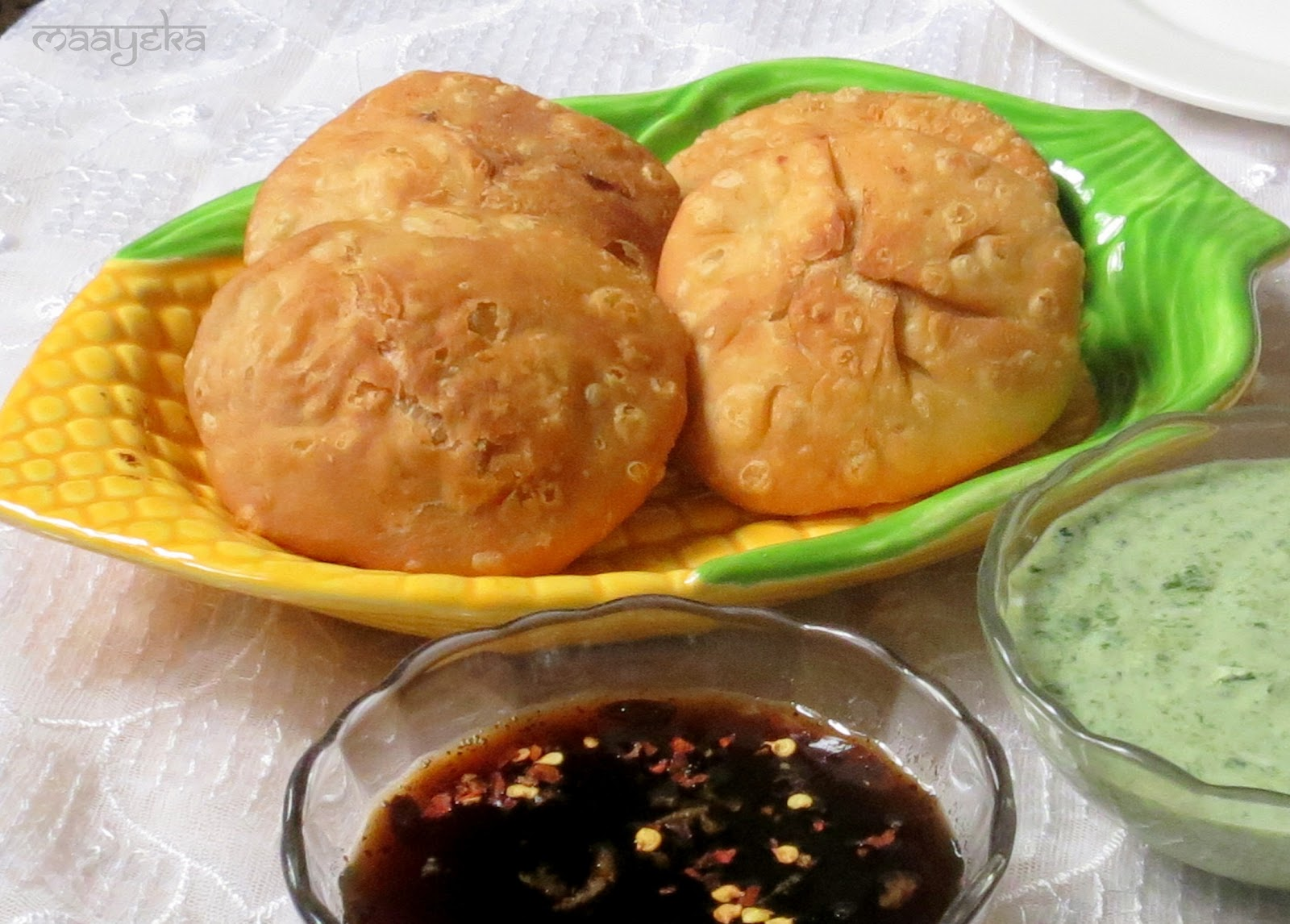 Popular Street Foods Of India   Fashion in India - Threads Samosa With Green Chutney