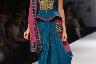 Inspiring Zipper Styles For Saree Blouses