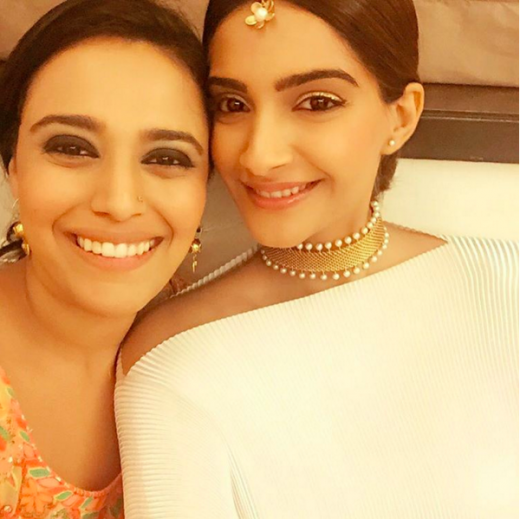 Soonam kapoor in choker