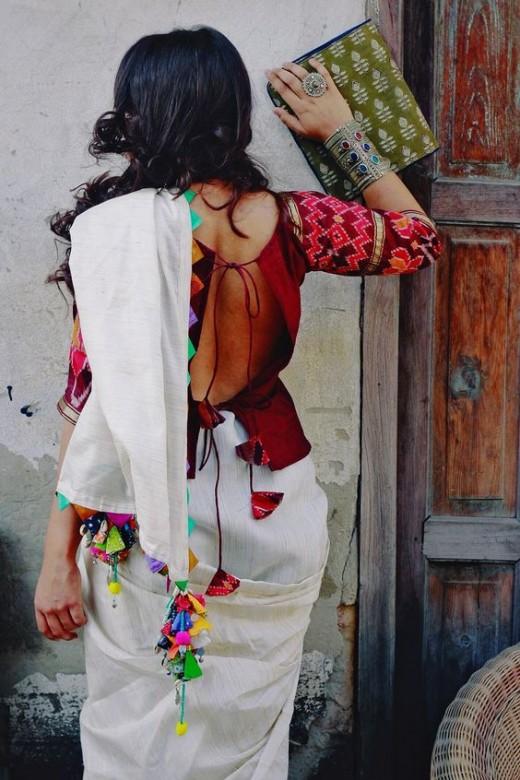 Back neckline with tassels