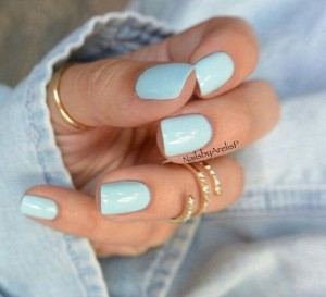 Blue nailpaint for summers