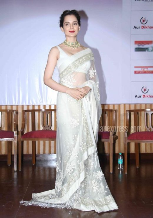 Plain saree with jewlery