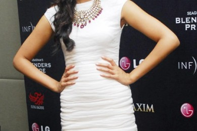 Short dress and kundan necklace