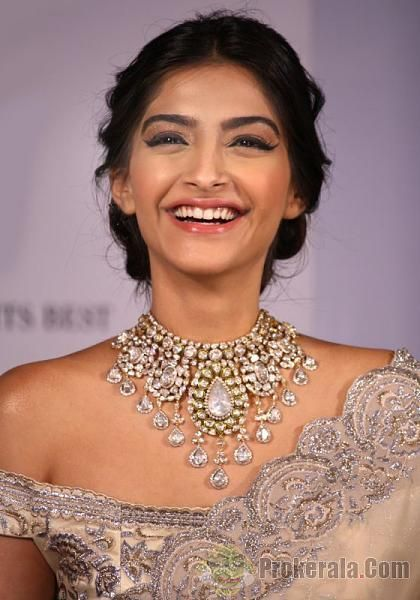 Soonam Kapoor Kundan necklaces