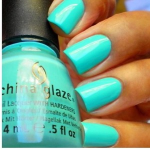 Turquoise nailpaint for summers