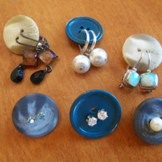 Buttons for organising earrings