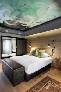 Bedroom ceiling wallpaper