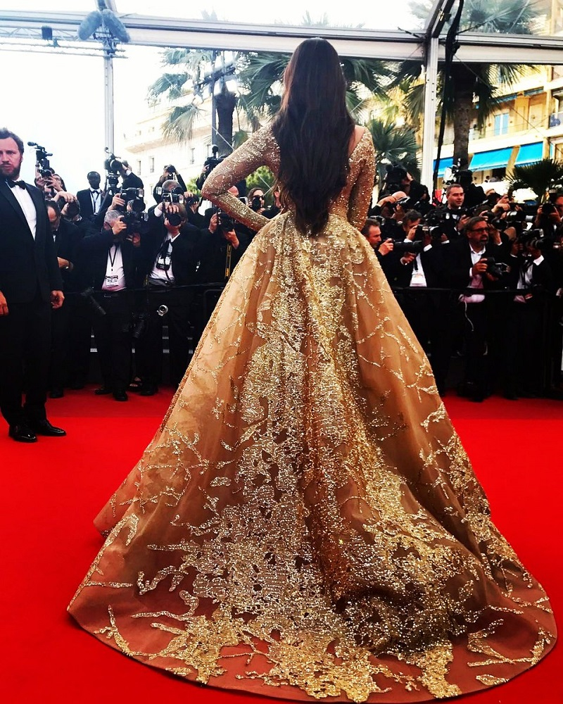 Sonam Kapoor in a gold Elie Saab gown 2