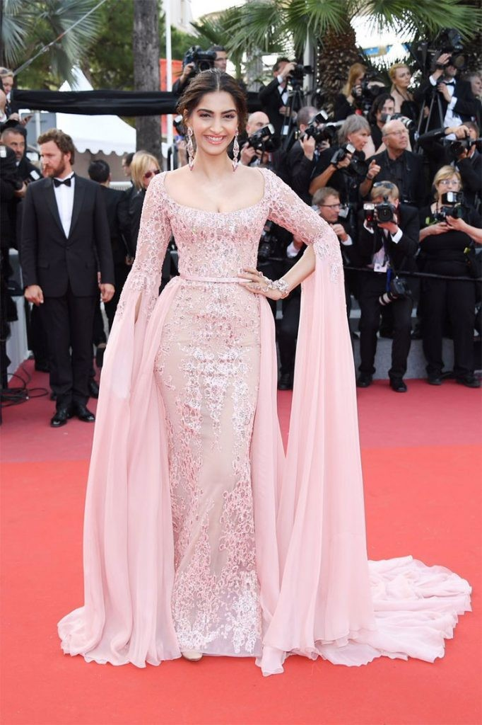 Sonam Kapoor in pink couture gown on RedCarpet 4