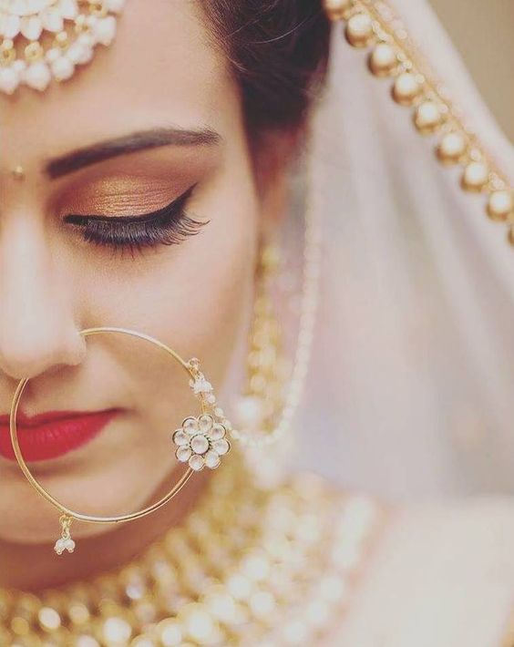 Delicate nose pin for brides