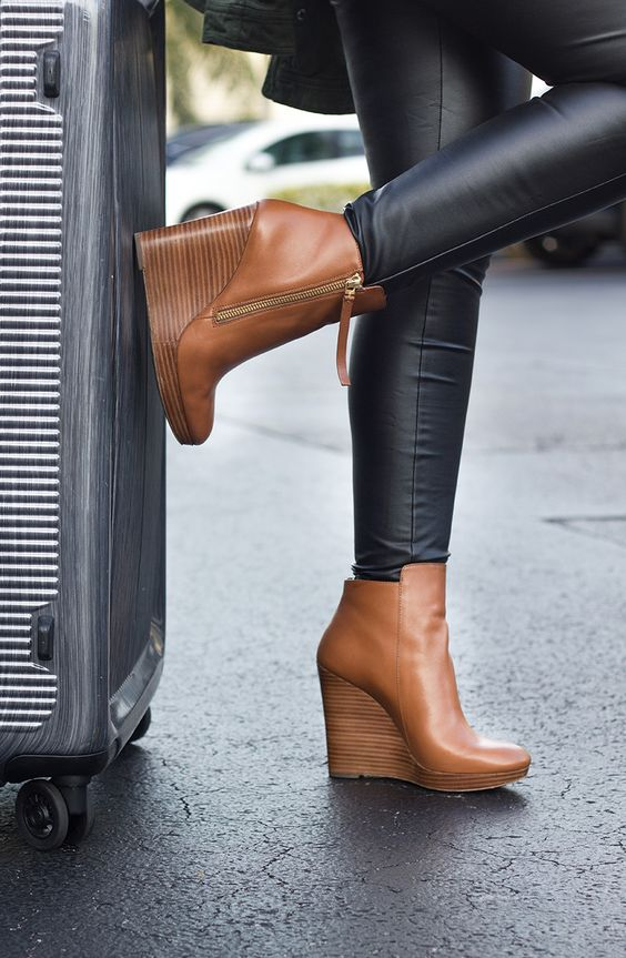 Wedge boots for winters