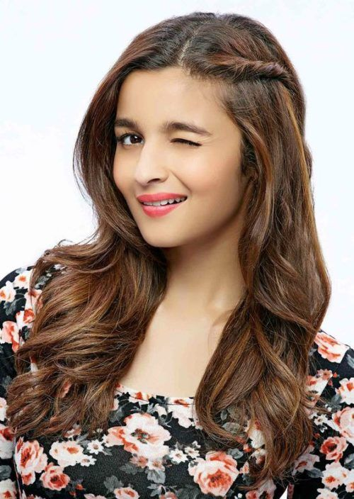 Alia Bhatt in side twist