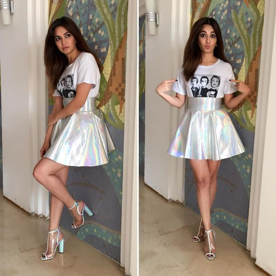 Kriti Kharbanda in Holographic skirt