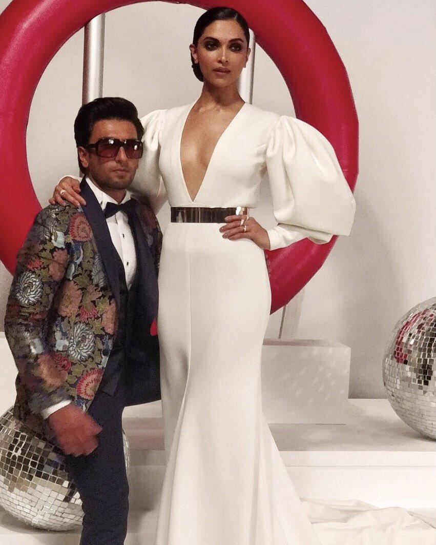 Ranveer Deepika at Hello Hall of Fame Awards 2018