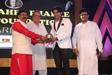 Karanvir Bohra at Dadasaheb Phalke awards