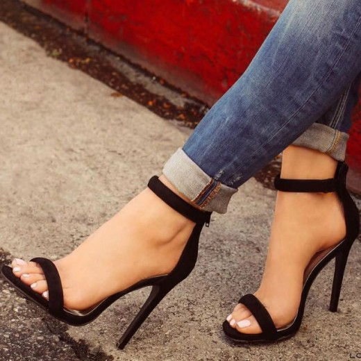 How to treat foot pain after wearing heels