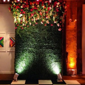 Photo booth ideas with flowers for wedding