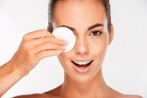 Removing makeup with natural indgredients