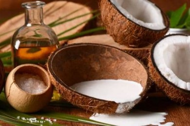 Coconut milk for hair mask and natural conditioner