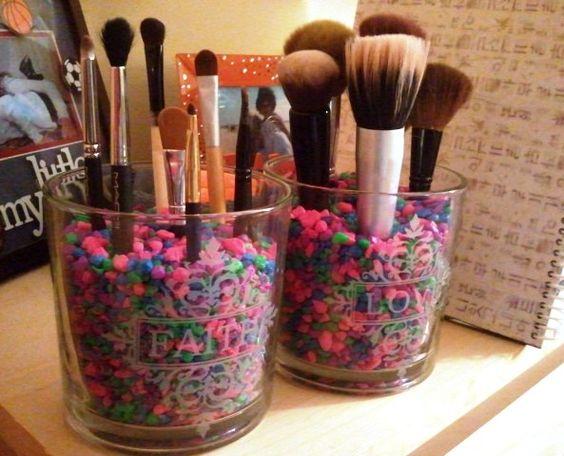 reuse glass jar to keep makeup brushes
