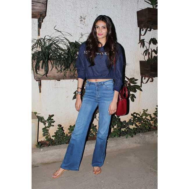 Wear Bell bottom the Bollywood way