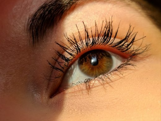 Grow healthy and longer eye lashes naturally