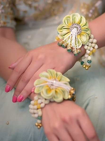 Floral jewellery for the brides