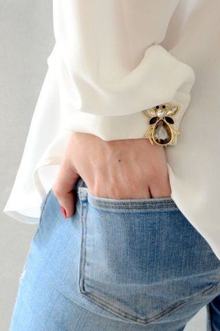 Use vintage pins to highlight your clothes