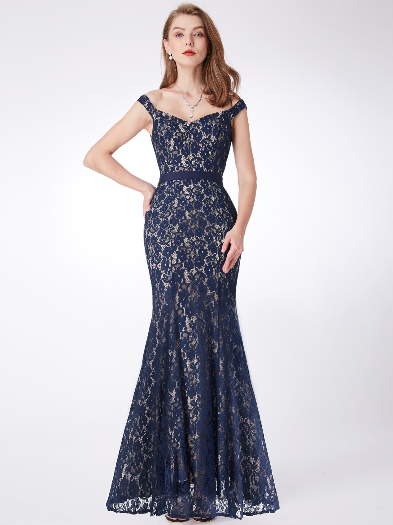 How to choose a prom dress for Hourglass body type?