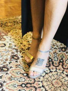 Mismatched shoe trend