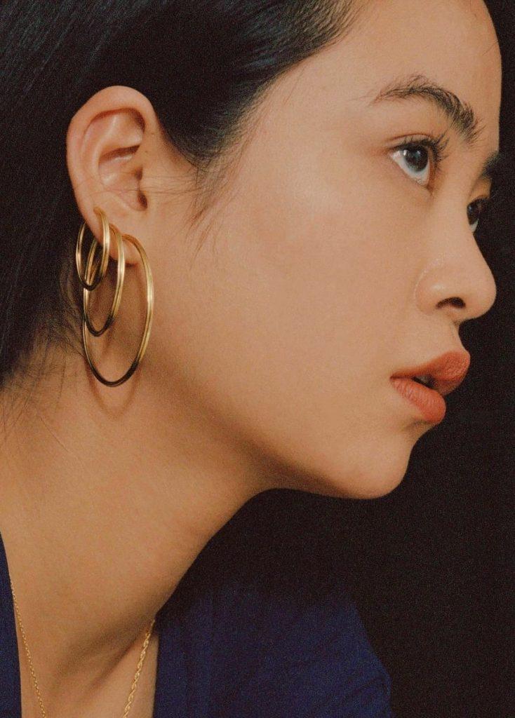 Hoop earrings trend