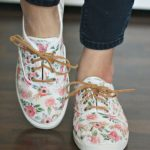 7 Ways To Revamp Your Old White Sneakers
