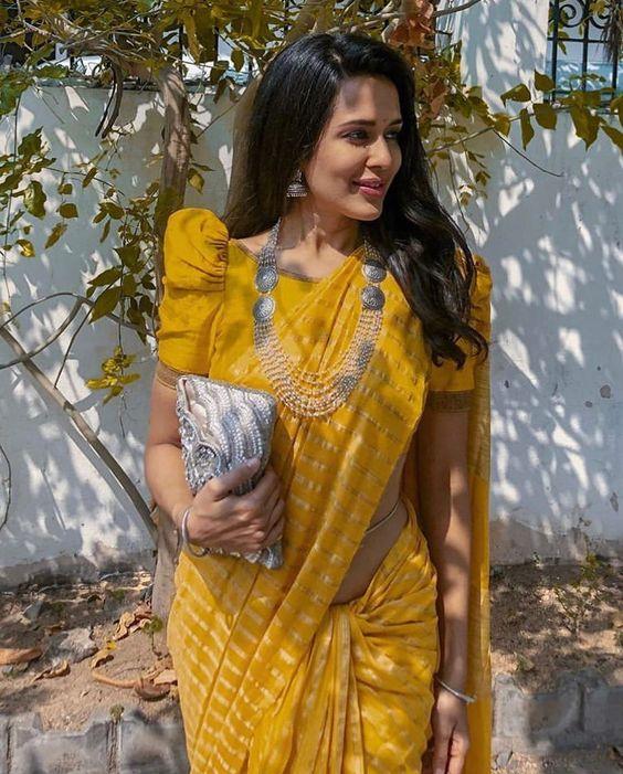 Puff sleeve saree blouse design