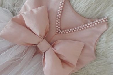 How to use bow detailing for different garments