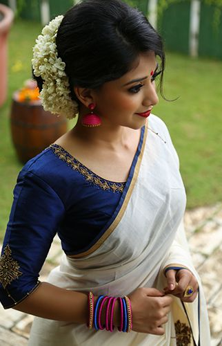 Gajra bun hairstyle which go perfectly with a saree