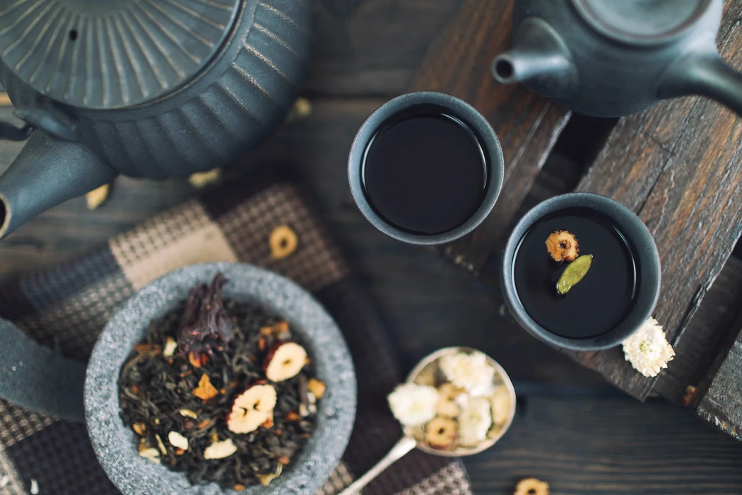 How to use used tea leaves