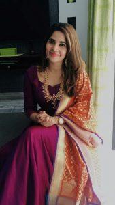 How to wear a Banarsi dupatta with plain ethnic wear