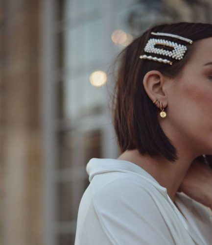 Short hairstyle with hair pins