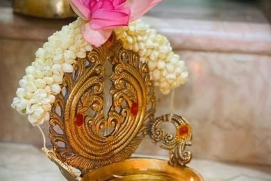 5 Ways To Decorate A Pooja Thali With Fresh Flowers On Special Occasions
