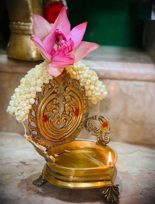 Decorating pooja thali