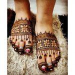 6 Simple Yet Striking Heena Designs For Foot