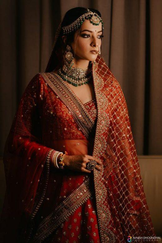 Ways to drape second bridal dupatta